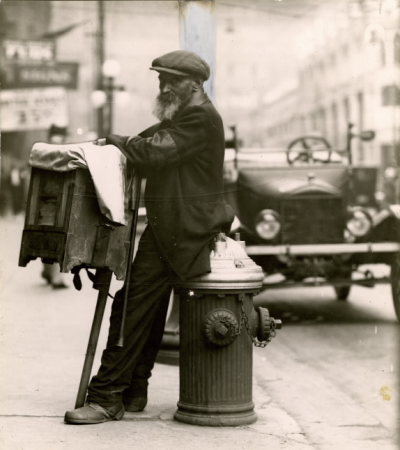 Organ grinder on Bay Street 1922